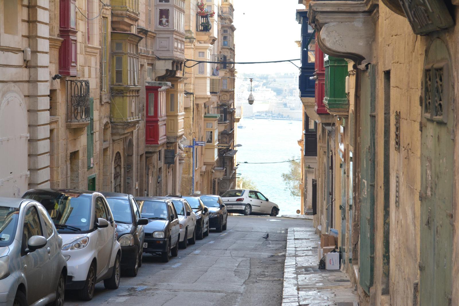 Улица и балконы Валлетты