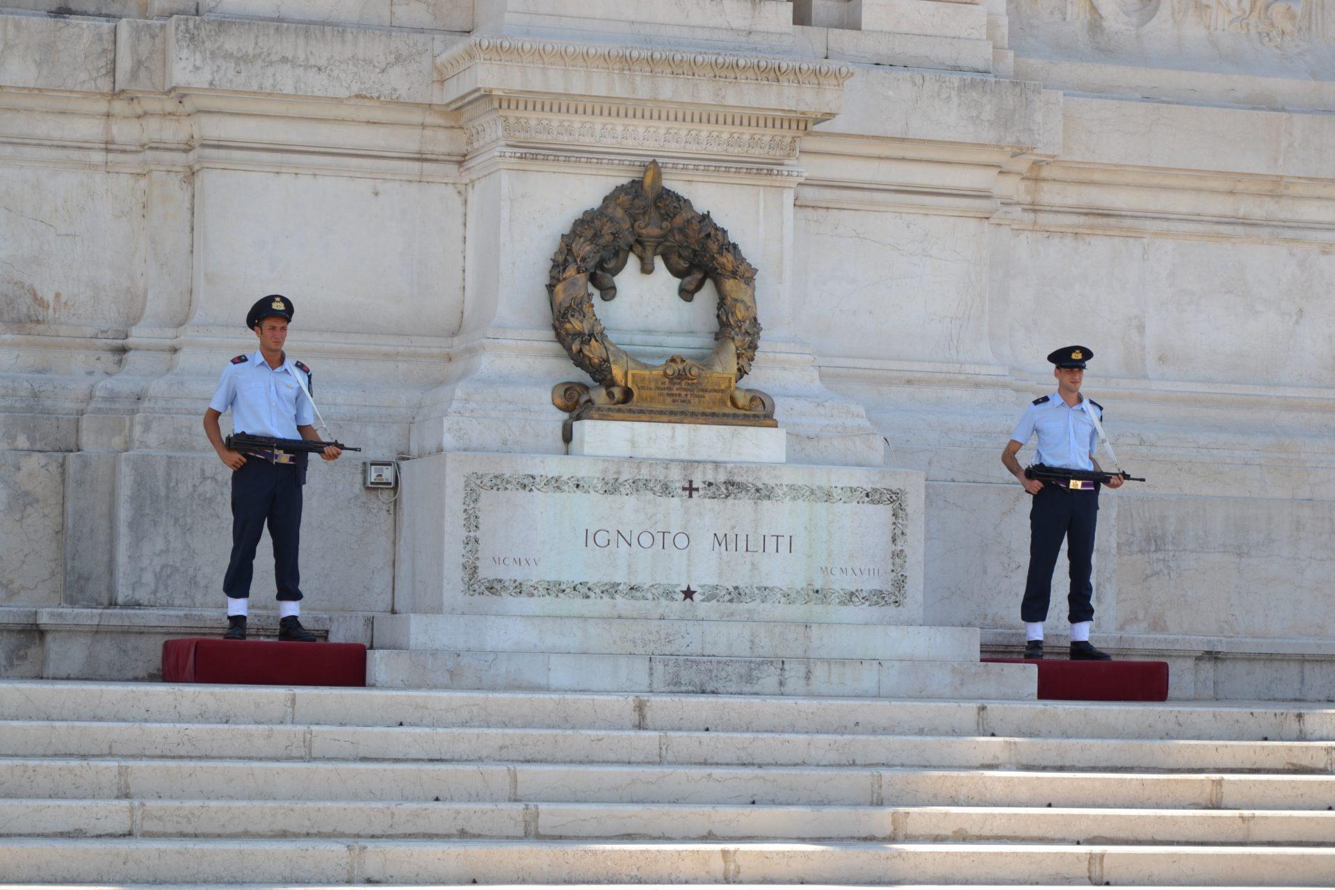 Алтарь Отечества, Рим