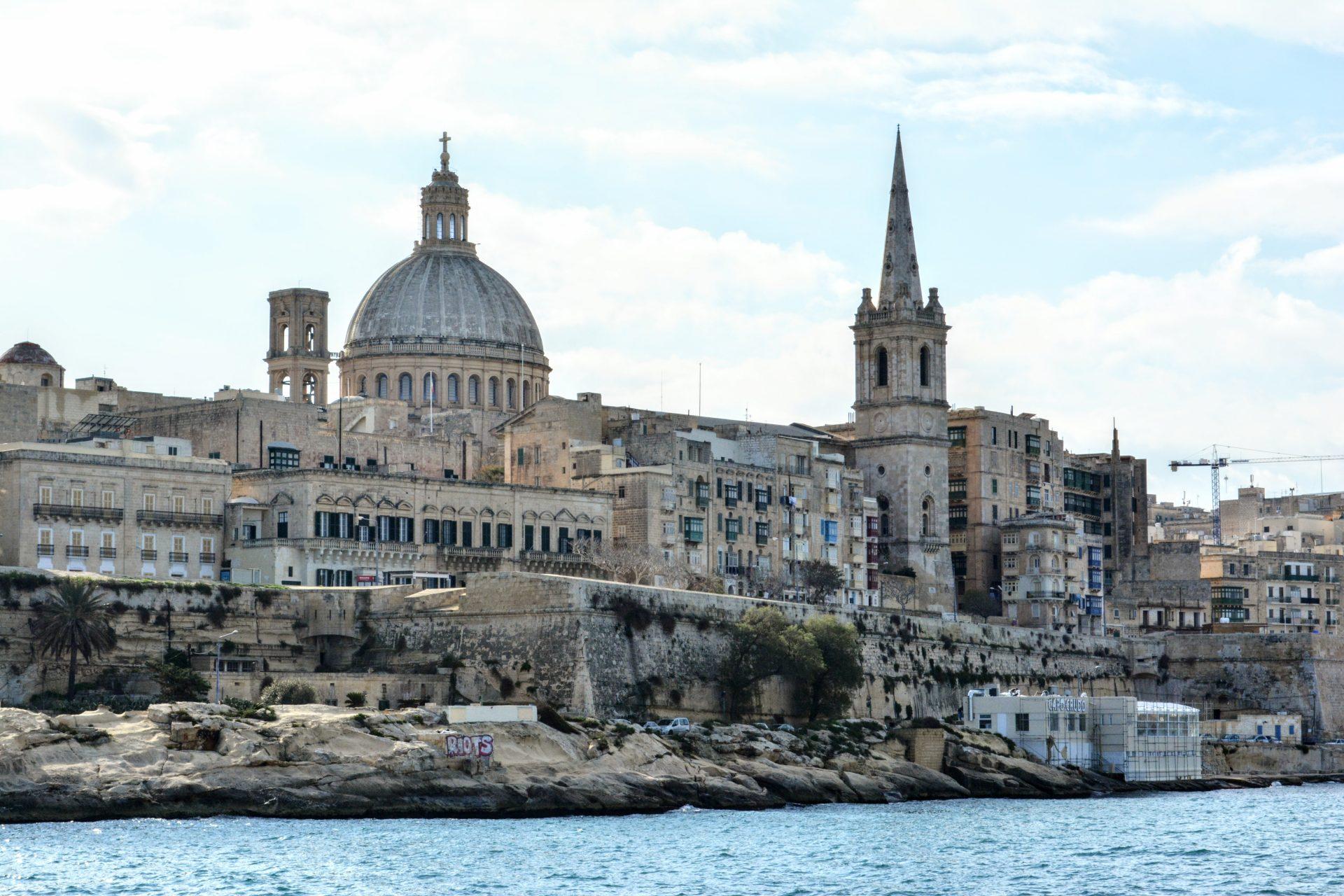 Валлетта, купол церкви Кармелитов и башню собора Святого Павла