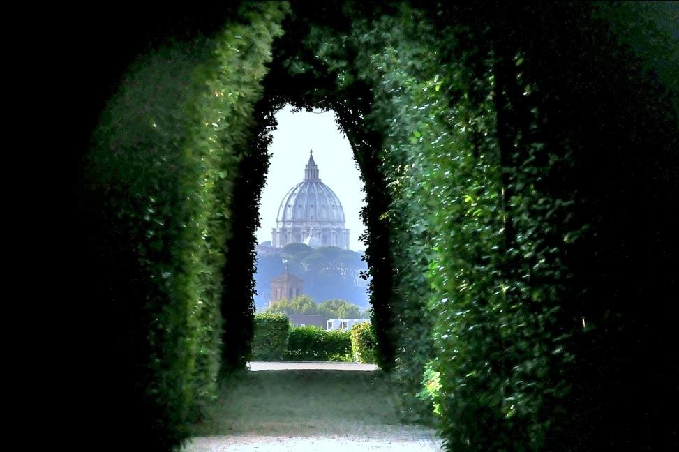 Замочная скважиназамка Мальтийского ордена, Рим